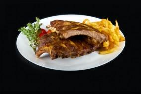 Coaste de porc cu cartofi prajiti si salata de cruditati 1 kg