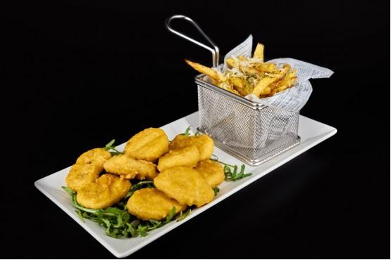 Nuggets de pui cu cartofi prajiti