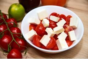 Salata de rosii cherry si branza